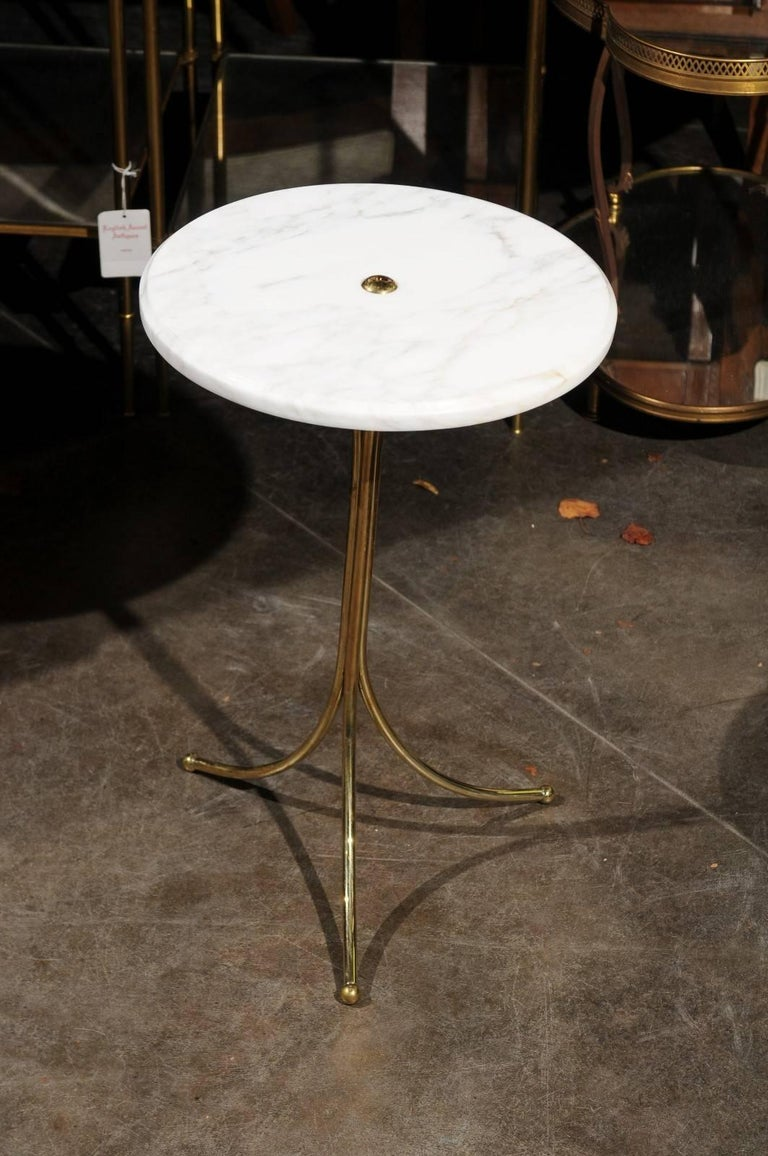 Italian Vintage Round Drinks Table with White Marble Top and Brass Pedestal Base For Sale 1