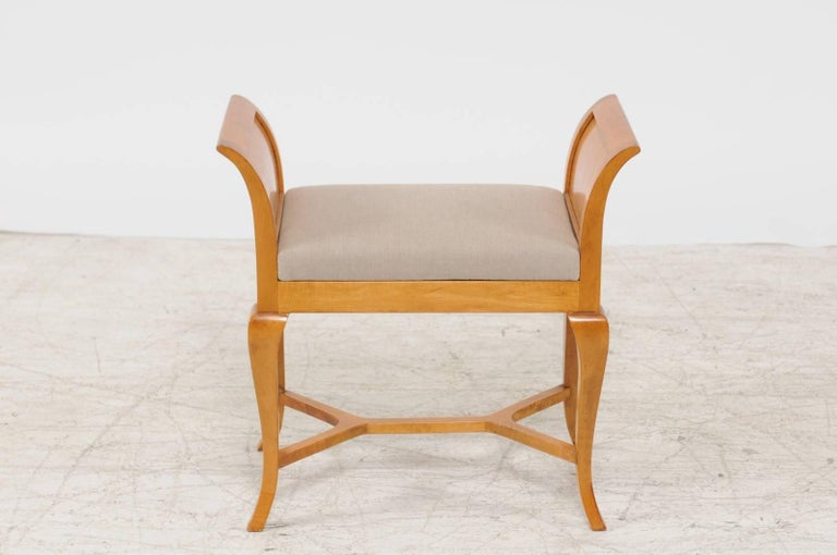 Petite Austrian Biedermeier Maple Bench with Out-Scrolled Arms from the 1840s For Sale 2