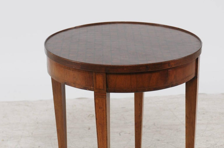 19th Century French Round Game Table with Flip Top and Tapered Legs from the 1870s For Sale