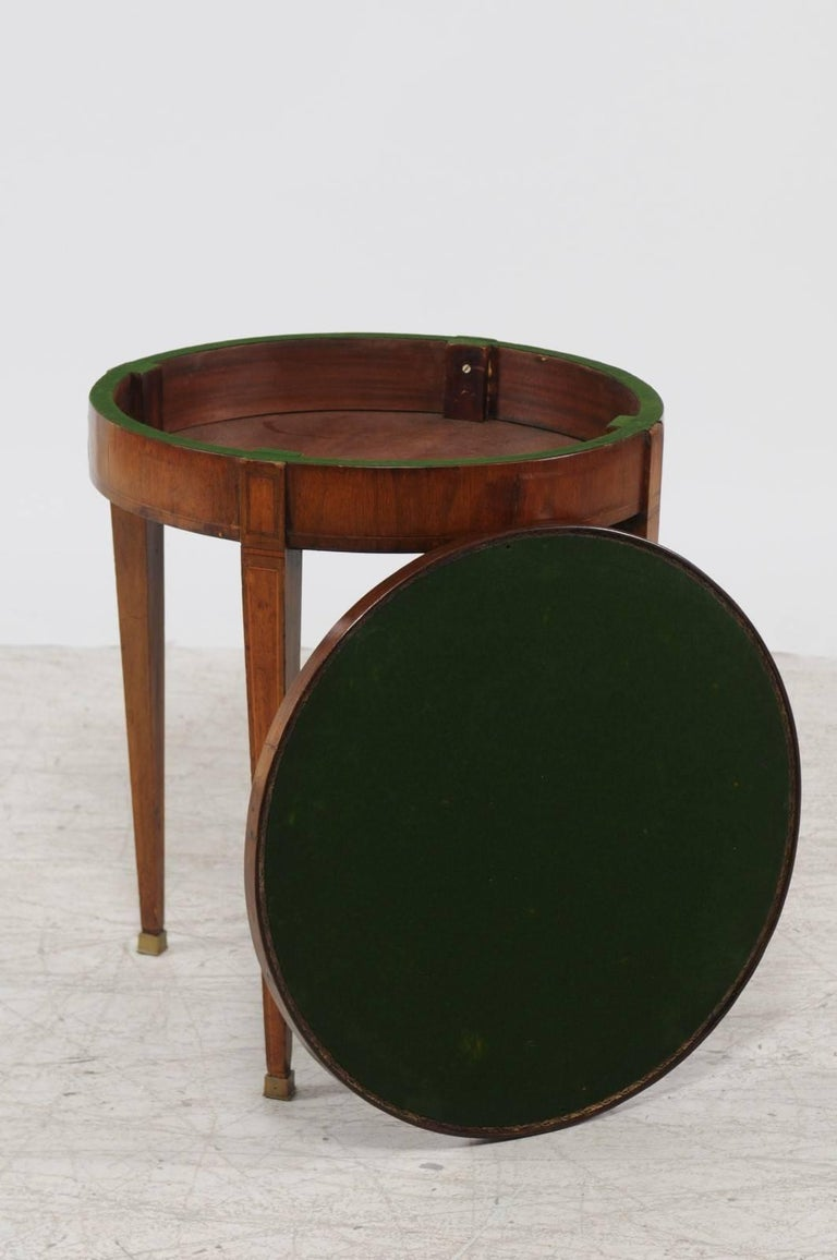French Round Game Table with Flip Top and Tapered Legs from the 1870s For Sale 2