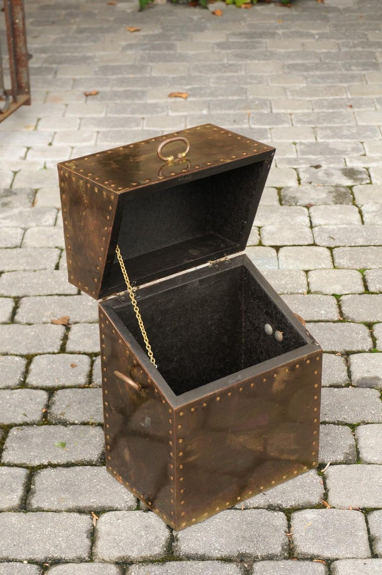 Vintage English Brass-Plated Box with Stud Trim from the Mid-20th Century For Sale 1