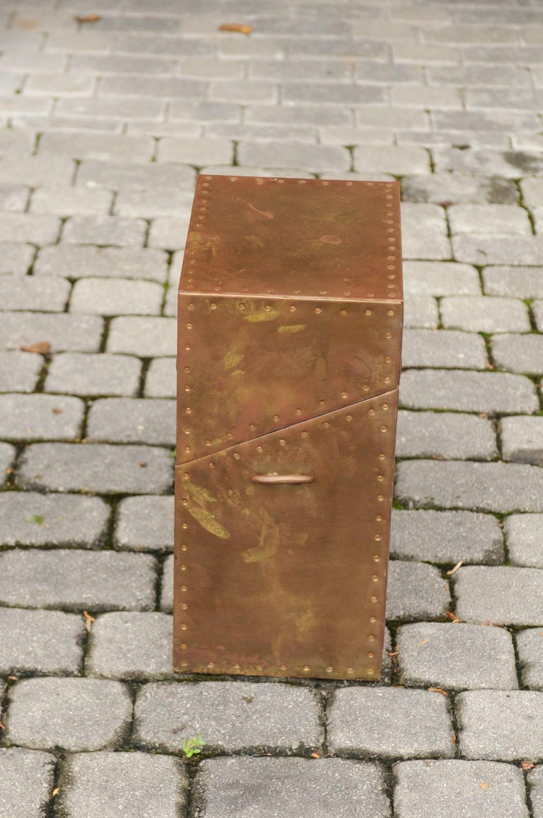 Vintage English Brass-Plated Box with Stud Trim from the Mid-20th Century For Sale 5