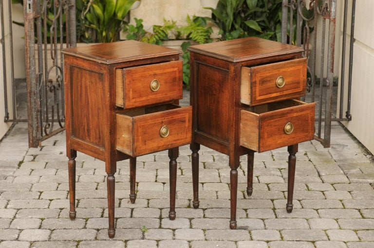 Pair of Petite Italian 1820s Walnut Two-Drawer Commodes with Crossbanded Inlay For Sale 1