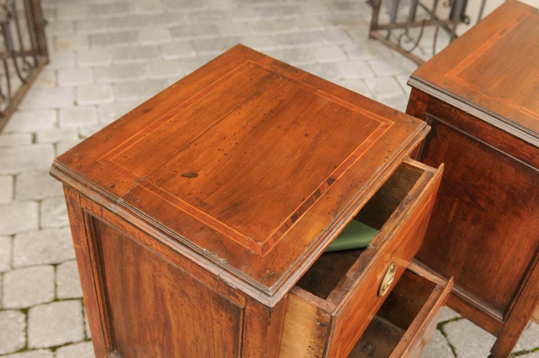 Pair of Petite Italian 1820s Walnut Two-Drawer Commodes with Crossbanded Inlay For Sale 3