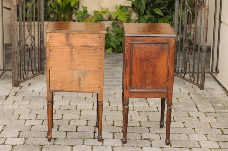 Pair of Petite Italian 1820s Walnut Two-Drawer Commodes with Crossbanded Inlay For Sale 5