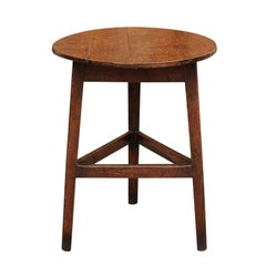 English 1860s Oak Cricket Table with Circular Top and Triangular Side Stretcher