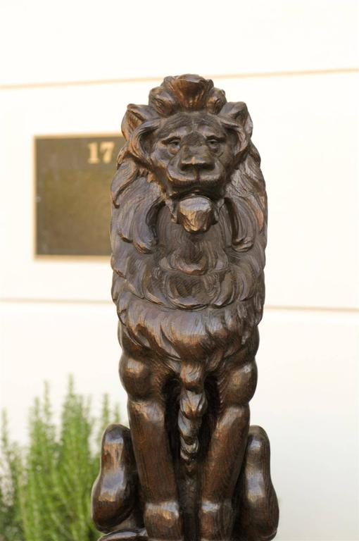 Pair of English Late 19th Century Large Wooden Carved Lions on Bases For Sale 1