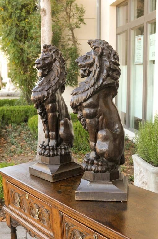 Pair of English Late 19th Century Large Wooden Carved Lions on Bases For Sale 6