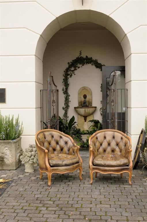 Pair of 1940s French Louis XV Style Tufted Leather Barrel Back Bergeres Chairs In Good Condition For Sale In Atlanta, GA