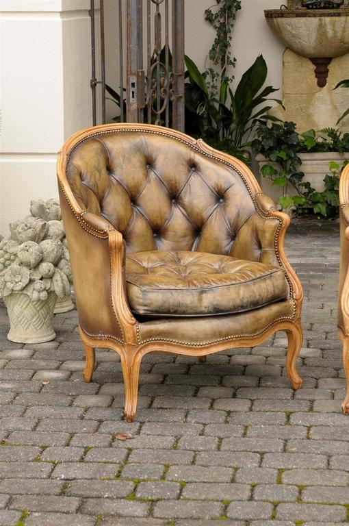 20th Century Pair of 1940s French Louis XV Style Tufted Leather Barrel Back Bergeres Chairs For Sale