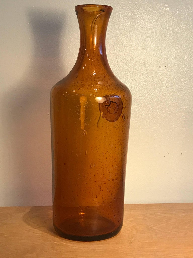 Erik Hoglund Amber Glass Bottle with Cat Motif, 1960s Vintage Swedish Modern 3
