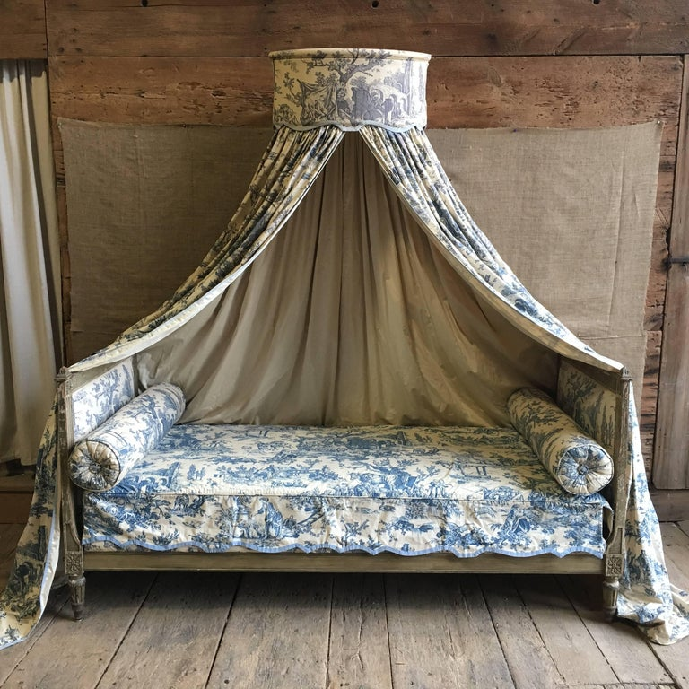 French Louis XVI Canopy Bed, Early 19th Century For Sale 4