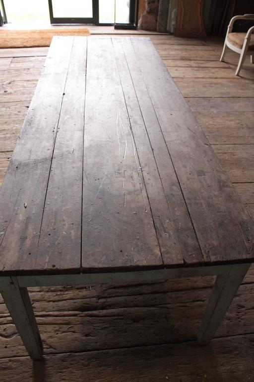 Rustic French Country Farm Table In Distressed Condition For Sale In  Doylestown, PA