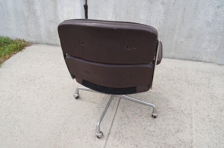 Mid-Century Modern Time-Life Executive Chair by Charles and Ray Eames for Herman Miller For Sale