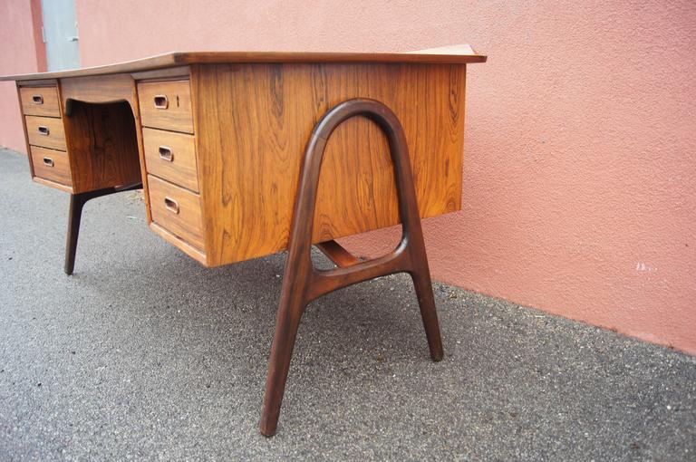 Scandinavian Modern Rosewood Desk, Model SH 180, by Svend Aage Madsen for Sigurd Hansen For Sale