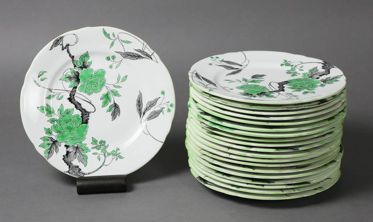 Comprising 19 dinner plates, four lunch plates, 21 salad plates, 21 bread plates, six small bowls, ten bouilloncups and saucers, 15 teacups and saucers.