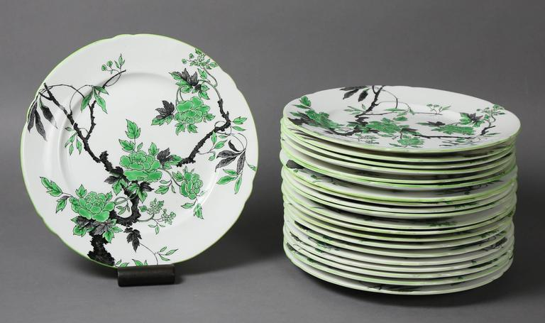 Large Shelley Chippendale Pattern Dinner Service In Good Condition For Sale In Essex, MA