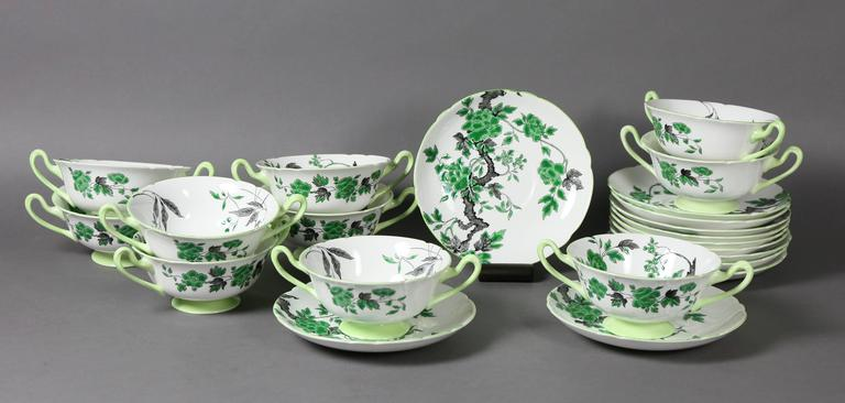 Large Shelley Chippendale Pattern Dinner Service For Sale 2