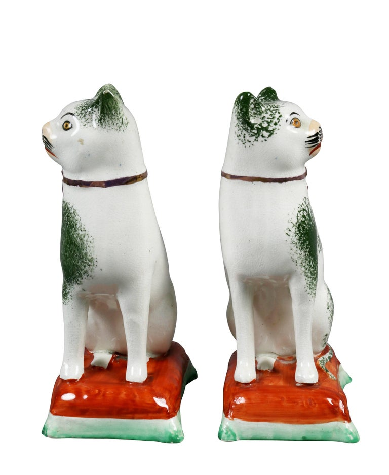 Pair of Staffordshire Pottery Cats In Good Condition For Sale In Essex, MA