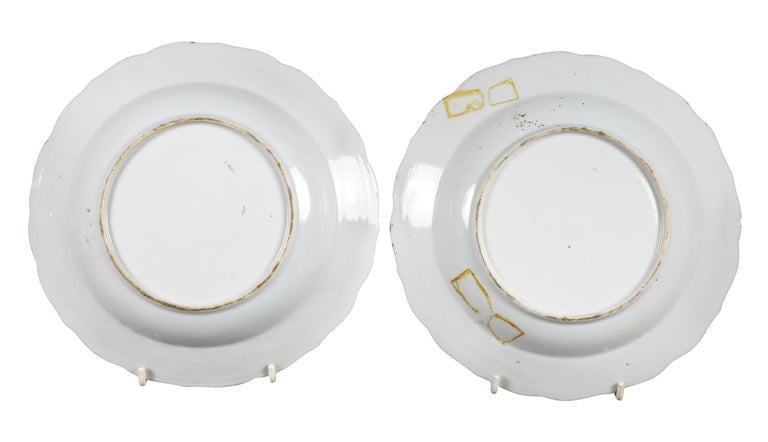 Late 18th Century Pair of Chinese Export Tobacco Leaf Porcelain Soup Plates For Sale