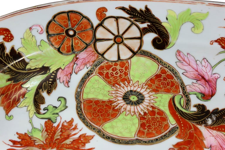 Chinese Export Tobacco Leaf Porcelain Deep Platter In Good Condition For Sale In Essex, MA