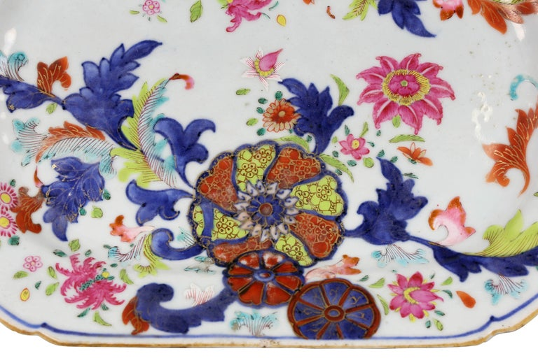 Chinese Export Tobacco Leaf Porcelain Platter In Good Condition For Sale In Essex, MA