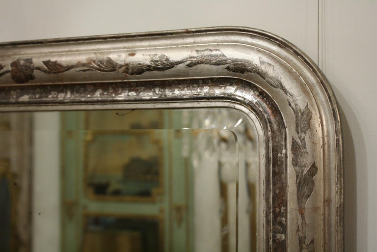 French Louis-Philippe Silver-Gilt Mirror with Vine Decoration and Bevelled Glass For Sale 2