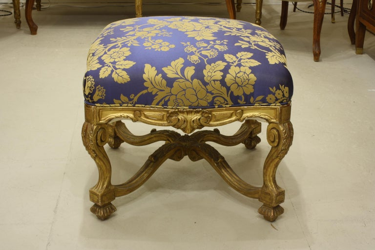 French Regence Style Carved Giltwood Stool, Tabouret or Ottoman In Good Condition For Sale In Pembroke, MA