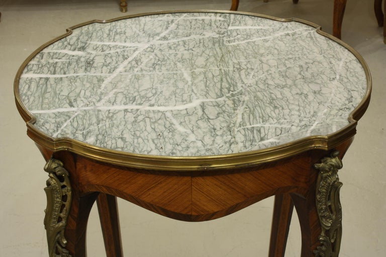 French Louis XV Style Parquetry Gueridon Stand with Marble Top In Good Condition For Sale In Pembroke, MA