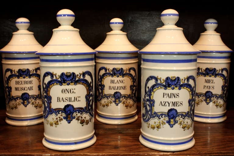 Set French Porcelain Apothecary Jars with Painted Decoration and Mark In Good Condition For Sale In Pembroke, MA