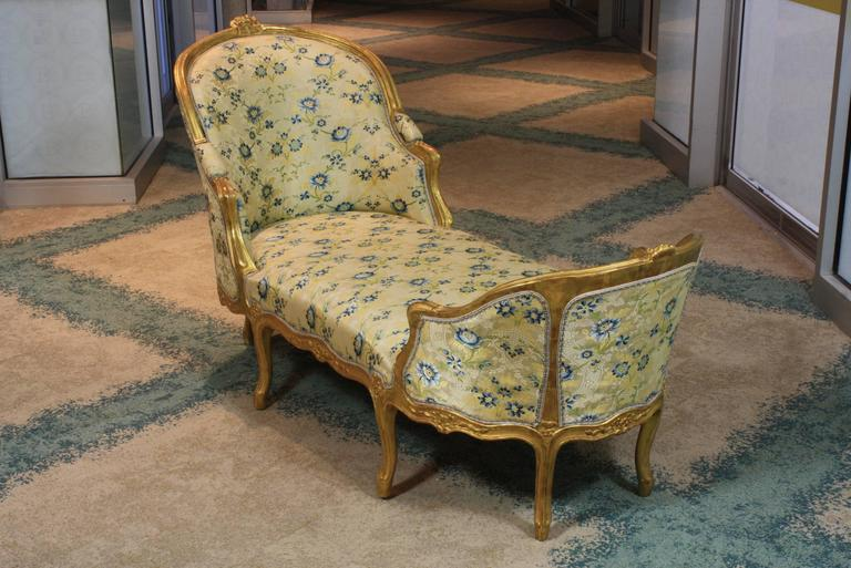 Carved Louis XV Style Giltwood Chaise Longue For Sale