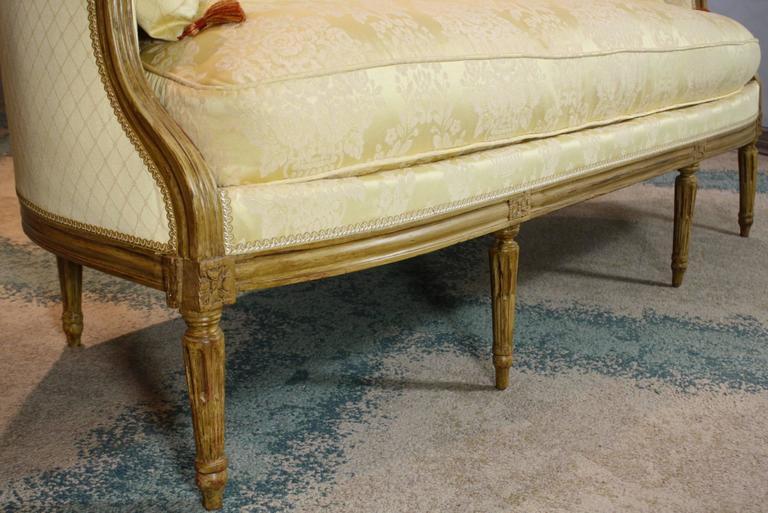 French Louis XVI Period Sofa In Good Condition For Sale In Pembroke, MA