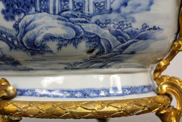 French Chinoiserie Jardinière with Gilt Bronze Mounts For Sale 5