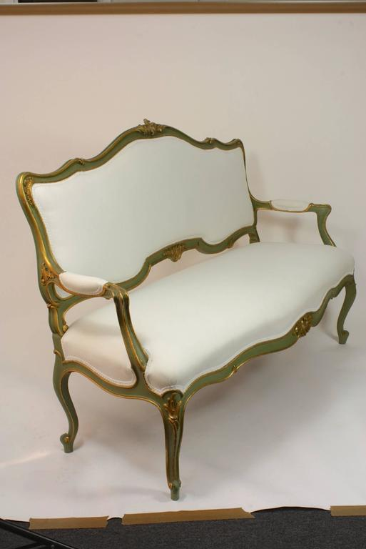 Italian Green and Gold Painted Settee In Good Condition For Sale In Pembroke, MA
