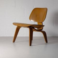 Eames LCW , labelled , 1947 .