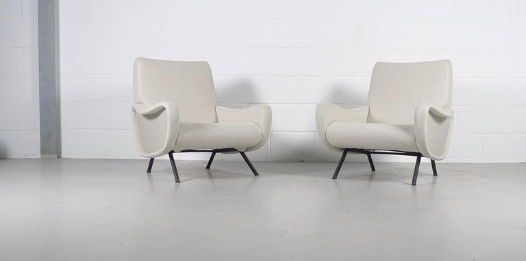 Marco Zanuso for Arflex, Italy, 1951. A pair of lady chairs reupholstered in very high grade cream linen with side panels accented in grey. This pair of chairs feature metal interior framework. The first production of Zanuso 'lady' chairs featured