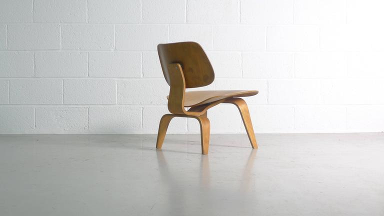 Charles Eames LCW; Evans Label For Sale 3