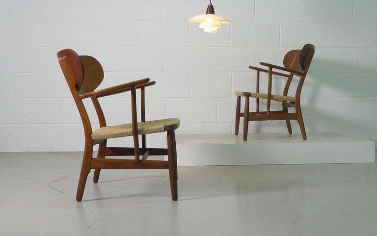 Hans Wegner for Carl Hansen, Denmark, Pair of CH22 Armchairs, 1950s In Excellent Condition For Sale In Wargrave, Berkshire