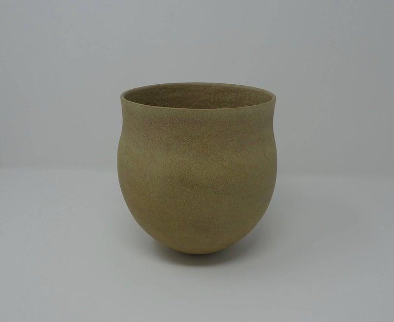 English Jennifer Lee Stoneware Pot, circa 1987, England For Sale