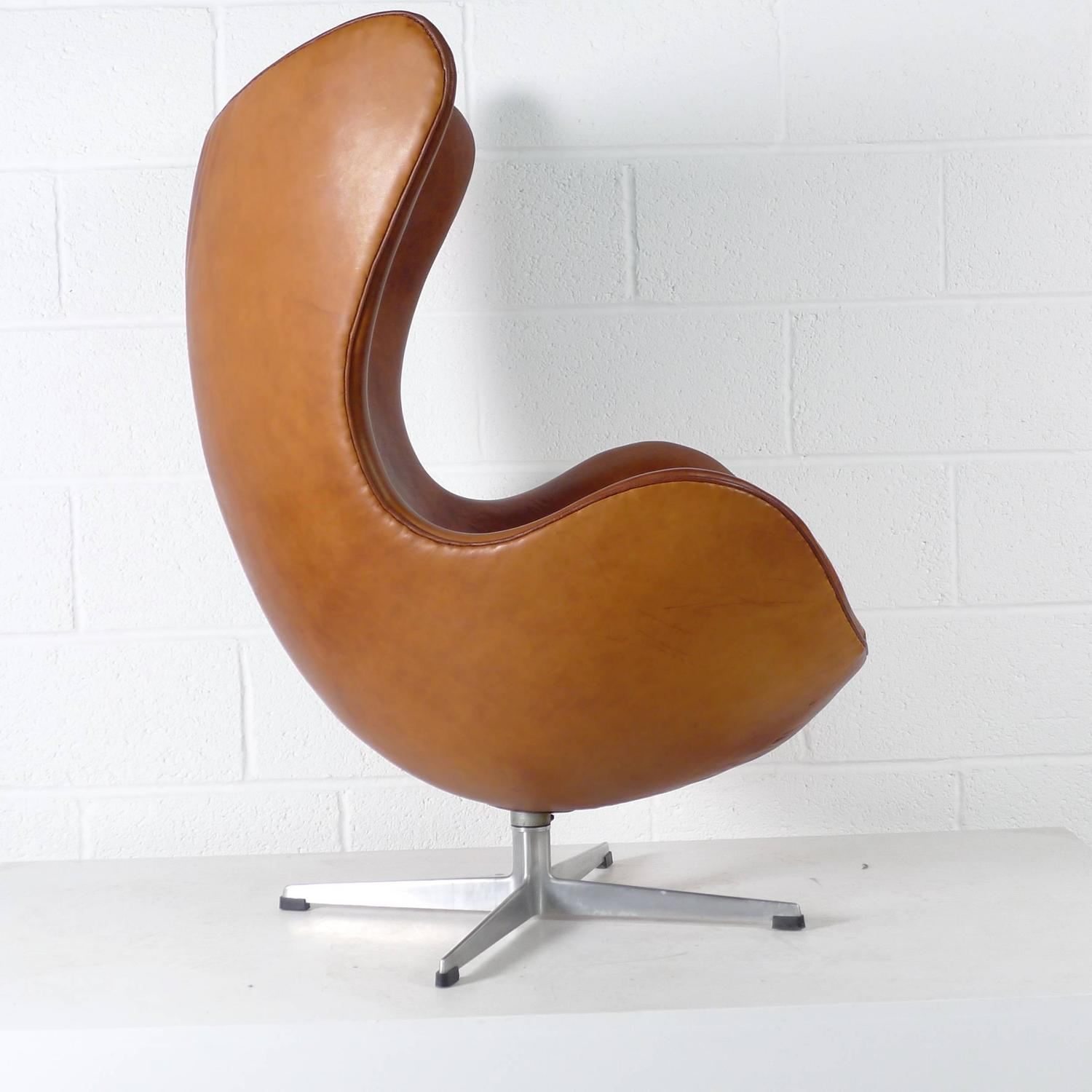Arne jacobsen egg chair for sale at 1stdibs - Second hand egg chair ...