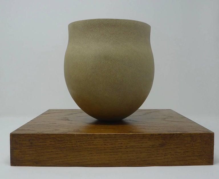 Late 20th Century Jennifer Lee Stoneware Pot, circa 1987, England For Sale