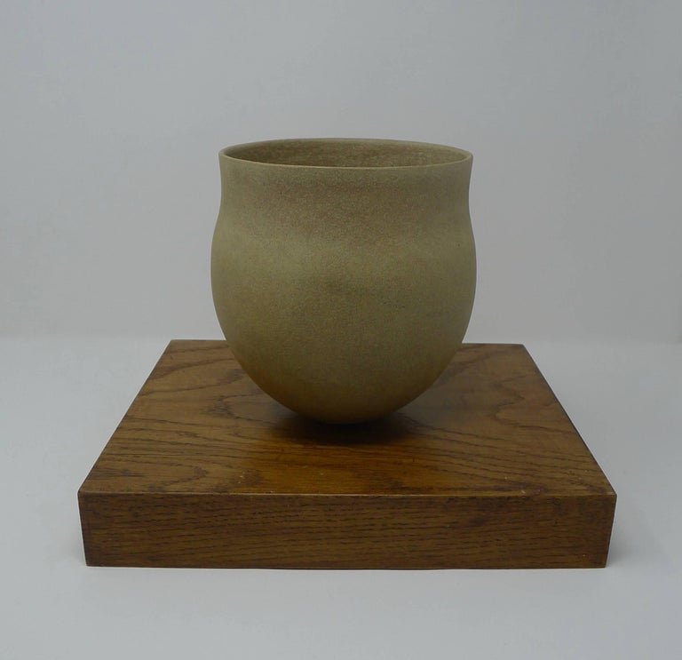 Jennifer Lee Stoneware Pot, circa 1987, England For Sale 1