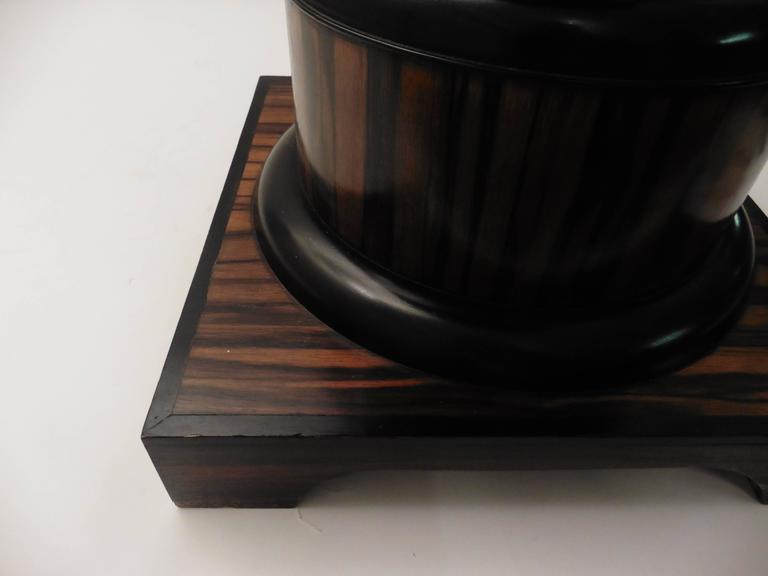 French Art Deco Macassar Occasional Table, circa 1930 In Good Condition For Sale In London, GB