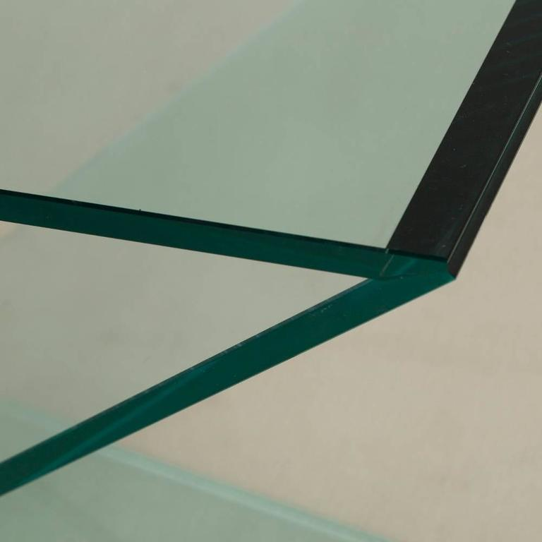 Cantilevered Sculptural Glass Side Table In Excellent Condition For Sale In London, GB