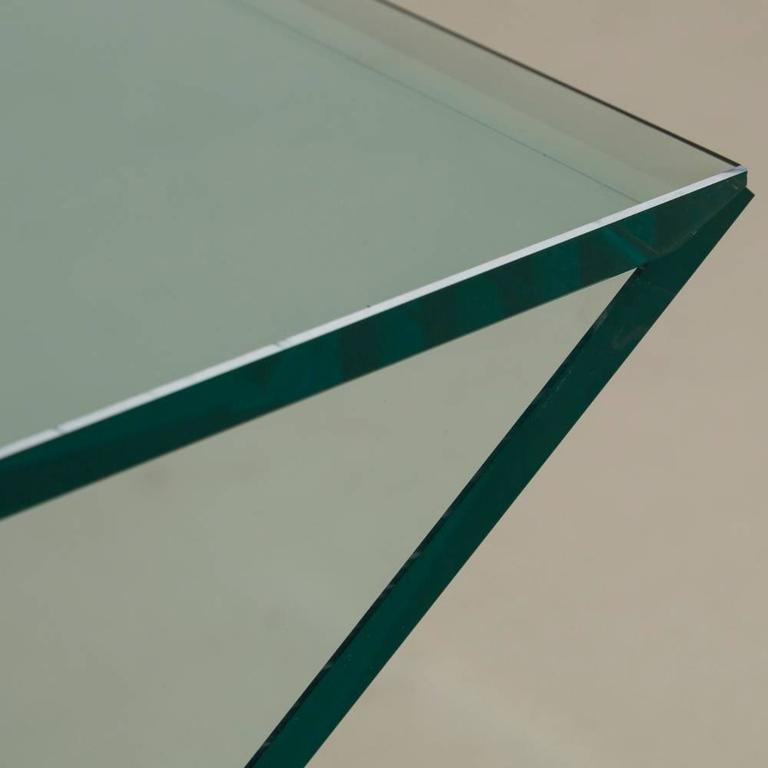 Cantilevered Sculptural Glass Side Table For Sale 1