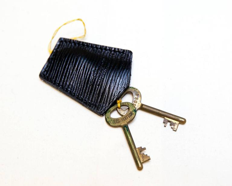20th Century Vintage Louis Vuitton Black Epi Leather Four-Piece Luggage Set For Sale