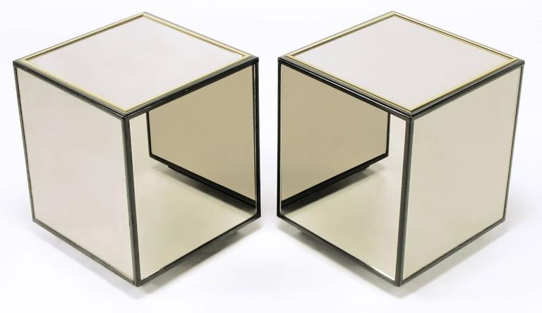 Gentil American Pair Of Henredon Black Lacquer And Brass Mirrored Cube Tables For  Sale