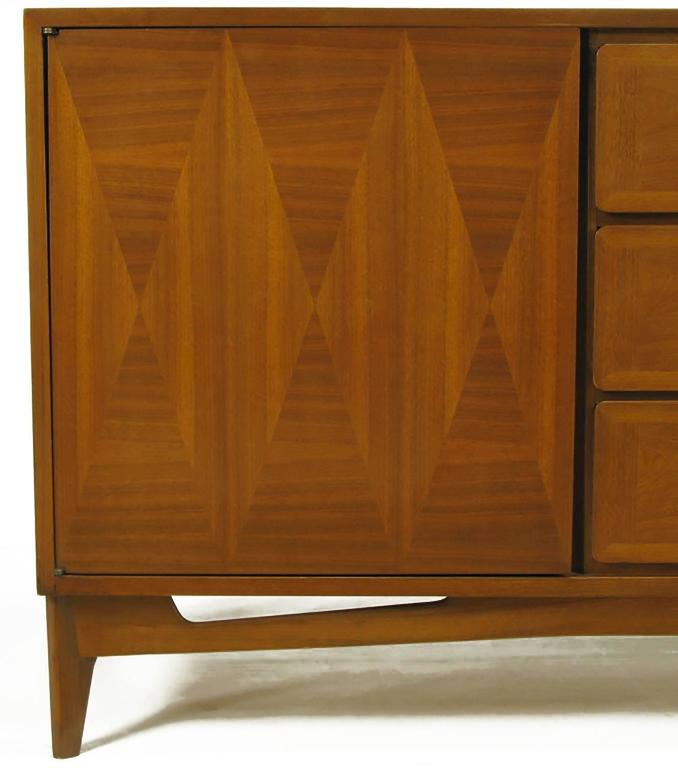 1950s Red Lion Parquetry Front Mahogany Nine-Drawer Dresser For Sale 1