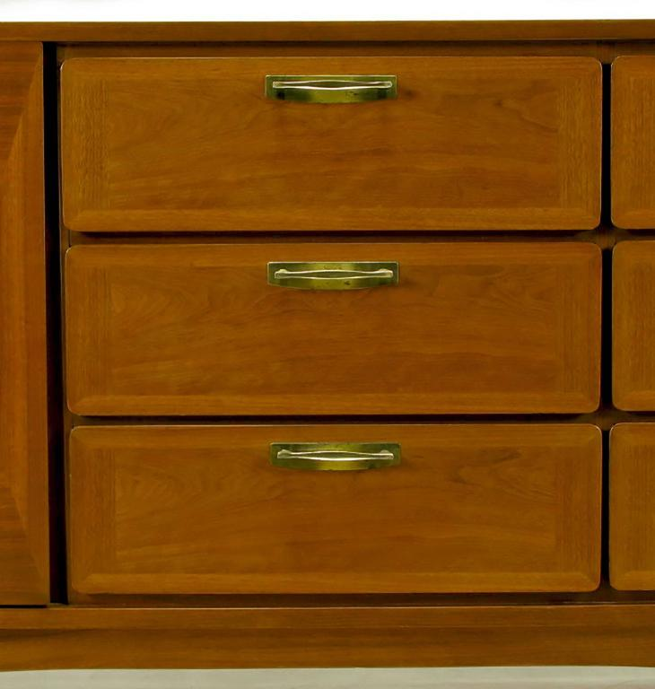 1950s Red Lion Parquetry Front Mahogany Nine-Drawer Dresser For Sale 2