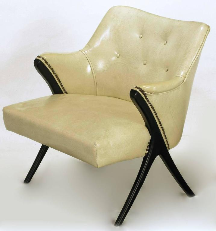 Pair of 1940s Modernist Club Chairs in Original Bone Glazed Leather In Good Condition For Sale In Chicago, IL